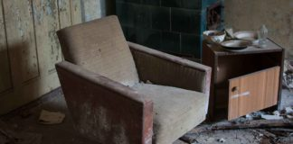 How-to-Get-Rid-of-Your-Old-Sofas-&-Couches-on-readcrazy
