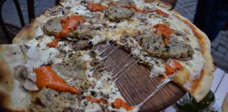 Let's-Know-About-Weird-Pizza-Toppings-In-The-U.S.-on-readcrazy
